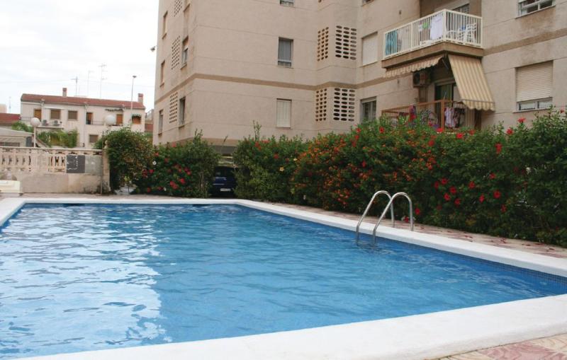 1195905,Apartamento en Santa Pola, en la Costa Blanca, España  con piscina privada para 6 personas...