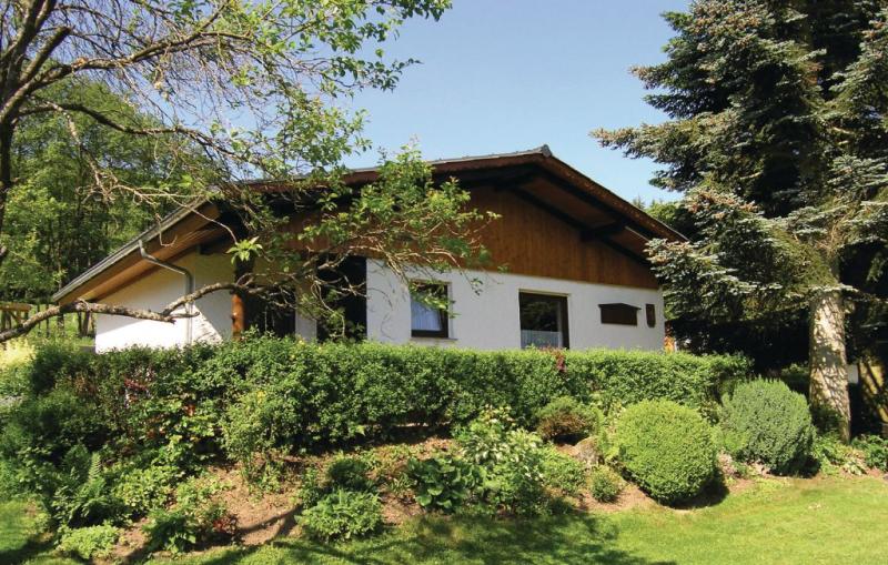 1196107,Casa en Dautphetal, Hessen, Alemania  con piscina comunitaria para 4 personas...