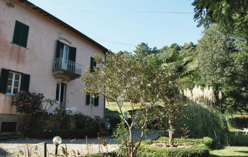 Casa enza 1196198,Vivienda de vacaciones  con piscina comunitaria en Lucca, en Toscana, Italia para 4 personas...