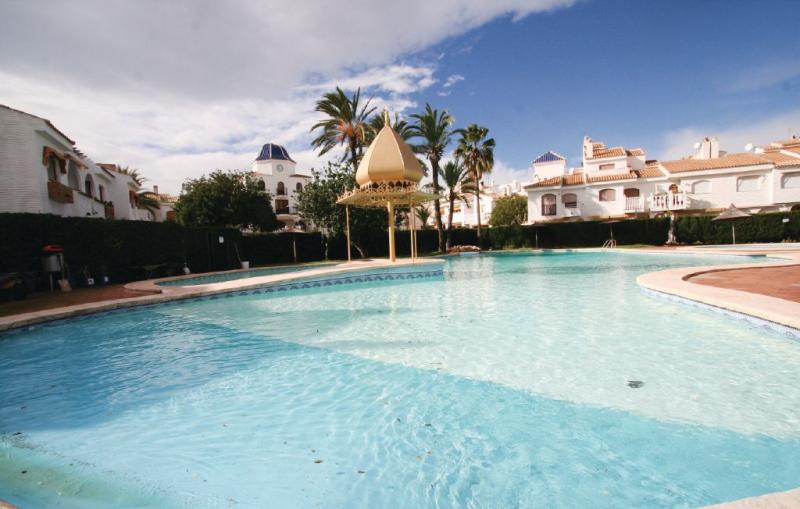 1196674,Vivienda de vacaciones en Santa Pola, en la Costa Blanca, España  con piscina privada para 5 personas...