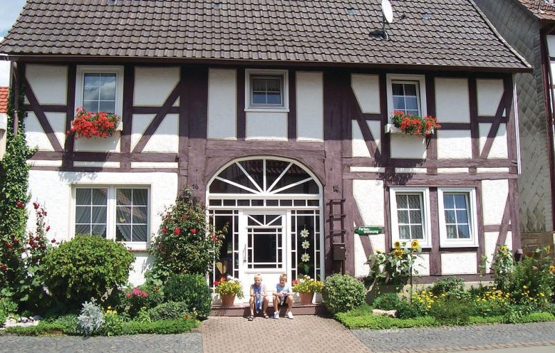 1196991,Apartamento en Oberweser-gieselwerder, Teutoburgian Forest, Alemania  con piscina comunitaria para 5 personas...