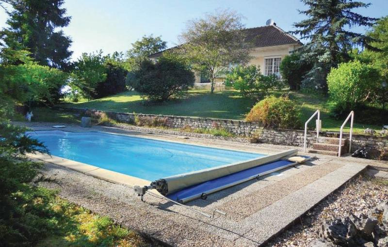 1197609,Vivienda de vacaciones  con piscina privada en Château L´eveque, Dordogne, Francia para 6 personas...