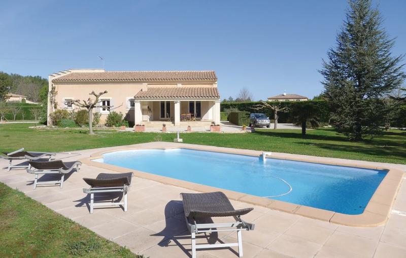 1197774,Vivienda de vacaciones  con piscina privada en St. Cannat, Rhône, Francia para 10 personas...