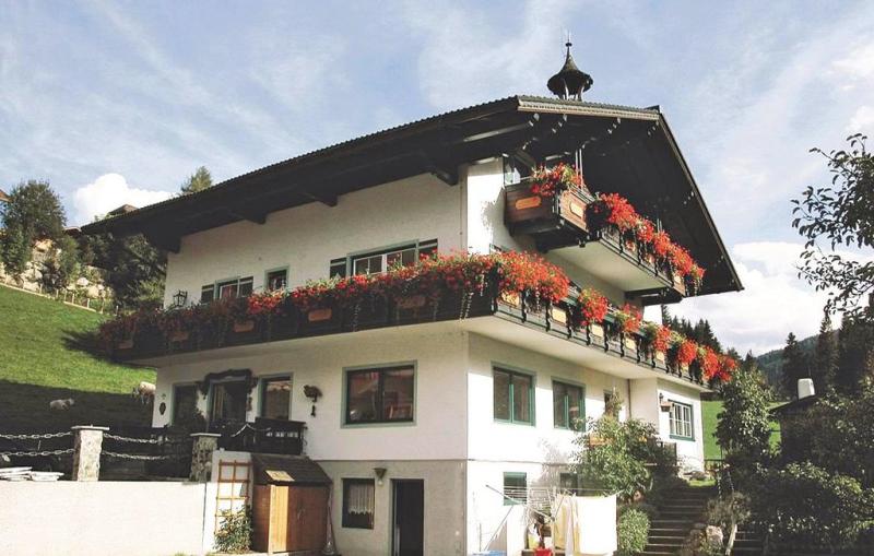 1198136,Casa en Schladming, Steiermark, Austria  con piscina comunitaria para 4 personas...