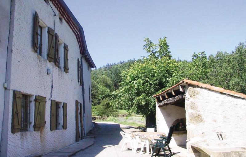 La crotte 1198175,Vivienda de vacaciones en St-Apolinaire-De-Rias, Ardèche, Francia para 6 personas...