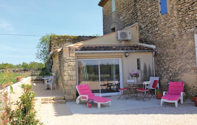 1198351,Vivienda de vacaciones en Cabrieres D´avignon, Provence-Alpes-Côte d'Azur, Francia  con piscina comunitaria para 2 personas...