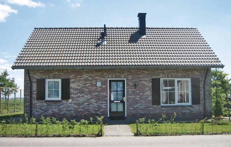 1199203,Vivienda de vacaciones en Tzummarum, Friesland, Holanda  con piscina privada para 6 personas...