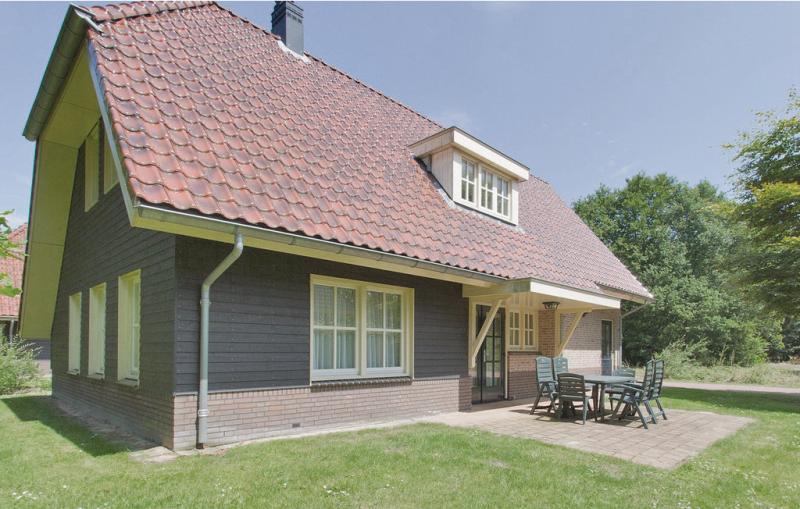 Hondsrug8p boerderij 1199383,Vivienda de vacaciones  con piscina privada en Exloo, Drenthe, Holanda para 8 personas...