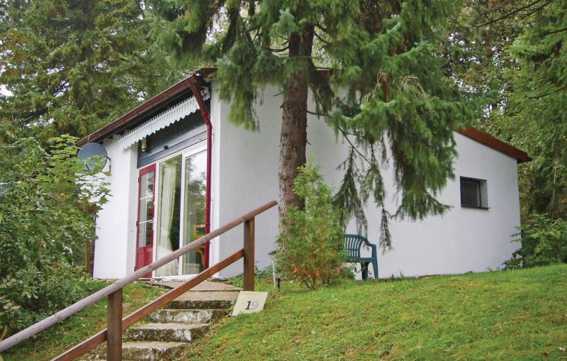 1199282,Vivienda de vacaciones  con piscina comunitaria en Lichtenau-westf., Sauerland, Alemania para 4 personas...