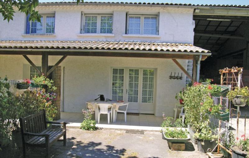 1191660,Vivienda de vacaciones en Arces Sur Gironde, Charente-Maritime, Francia para 4 personas...