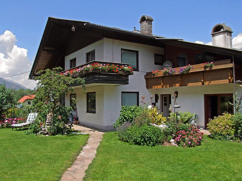 Gasser 141262,Apartamento en Millstättersee, Carinthia, Austria  con piscina privada para 4 personas...