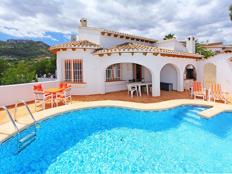 Casa monte y mar 147430,Villa  con piscina privada en Pego, en la Comunidad Valenciana, España para 4 personas...