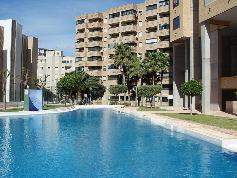 Entreplayas 147795,Apartamento  con piscina privada en Benidorm, en la Costa Blanca, España para 4 personas...