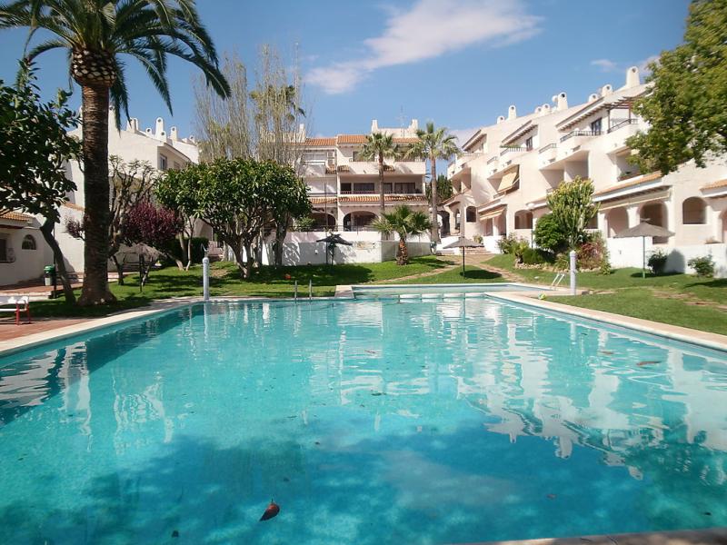 Residencial almadraba 147842,Apartamento en El Campello-Villajoyosa, en la Costa Blanca, España  con piscina privada para 4 personas...