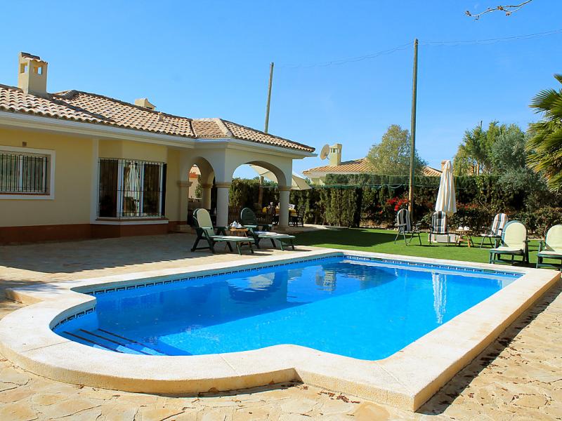 Bonalba golf urb los naranjos 147853,Vivienda de vacaciones en San Juan - Muchamiel, en la Costa Blanca, España  con piscina privada para 6 personas...