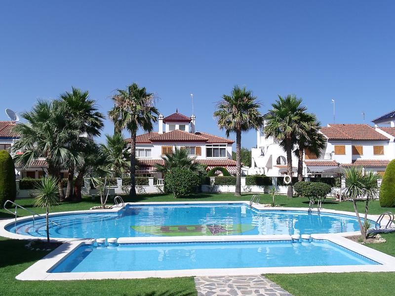 Rio mar 6 1427651,Vivienda de vacaciones en Pilar de la Horadada, en la Costa Blanca, España  con piscina privada para 5 personas...