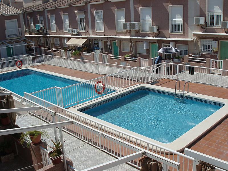 Tamarit beach 10 1442565,Vivienda de vacaciones  con piscina privada en Santa Pola, en la Costa Blanca, España para 4 personas...