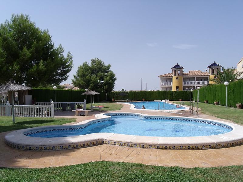 Montegolf 1450729,Apartamento  con piscina privada en Orihuela Costa, en la Costa Blanca, España para 4 personas...