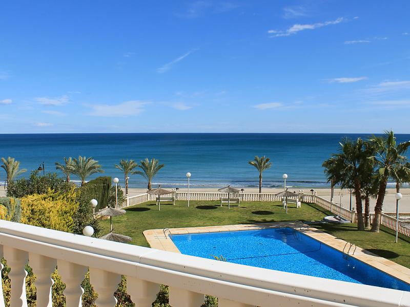 Urbaeuropa 1d 1461053,Apartamento  con piscina privada en El Campello-Villajoyosa, en la Costa Blanca, España para 6 personas...