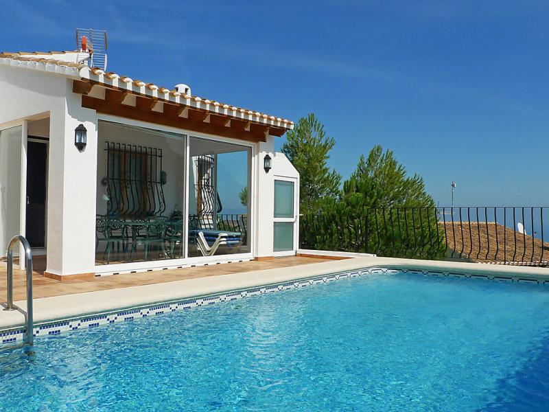 Casa gabi 1471350,Villa  con piscina privada en Pego, en la Comunidad Valenciana, España para 6 personas...