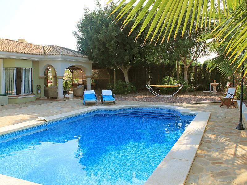 Bonalba golf urb los naranjos 1484918,Vivienda de vacaciones  con piscina privada en San Juan - Muchamiel, en la Costa Blanca, España para 6 personas...