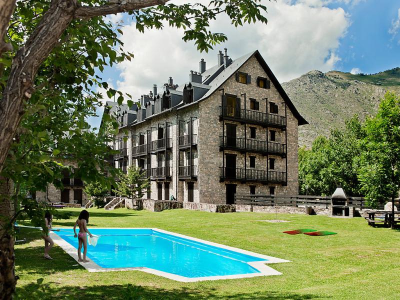 Edificioo herbasabina 145425,Apartamento  con piscina privada en Taüll, Andorra, España para 6 personas...