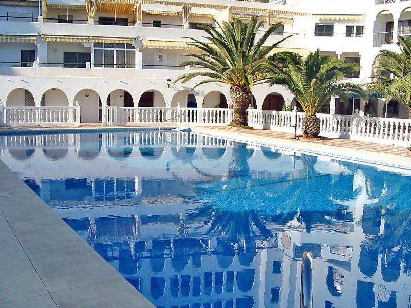 Edificioo sun ray 145682,Apartamento en Fuengirola, Andalucía, España  con piscina privada para 4 personas...