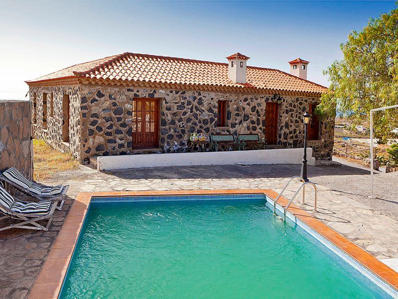 Del coronel 145779,Villa  con piscina privada en Arico, en Canarias, España para 2 personas...