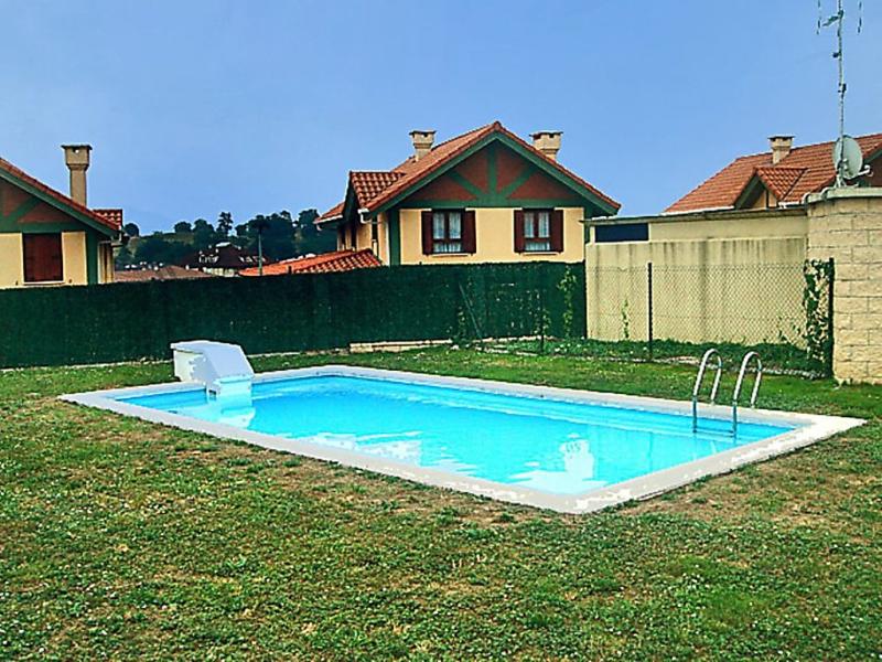 Palacio colina 16 145947,Vivienda de vacaciones  con piscina privada en Gama Bárcena Cicero, Cantabria, España para 6 personas...