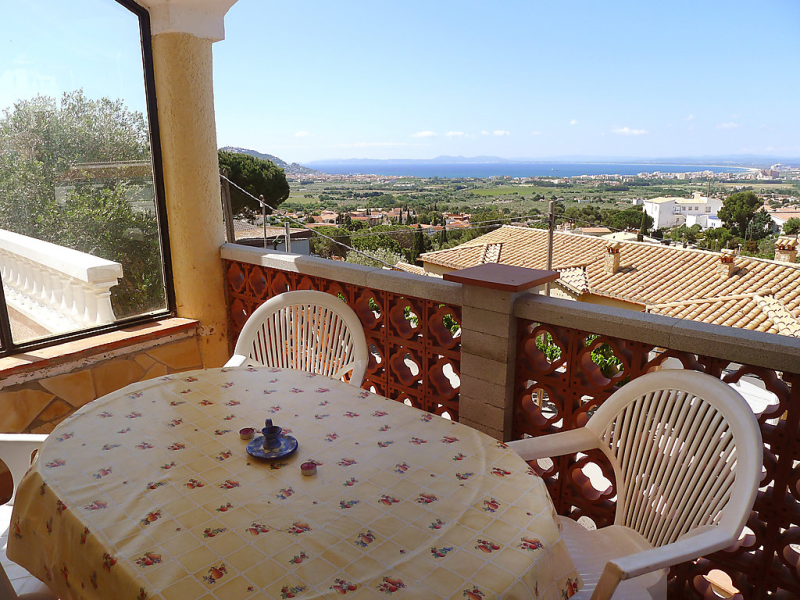 Villa hydra 146119, Apartment in Roses, on the Costa Brava, Spain for 4 persons...