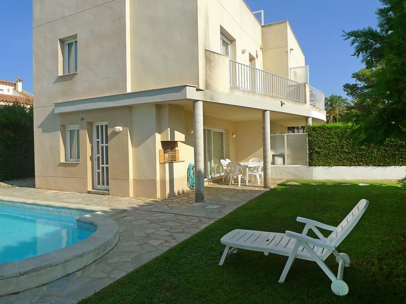 Angels 146990,Vivienda de vacaciones  con piscina privada en l'Ampolla, Tarragona, España para 8 personas...
