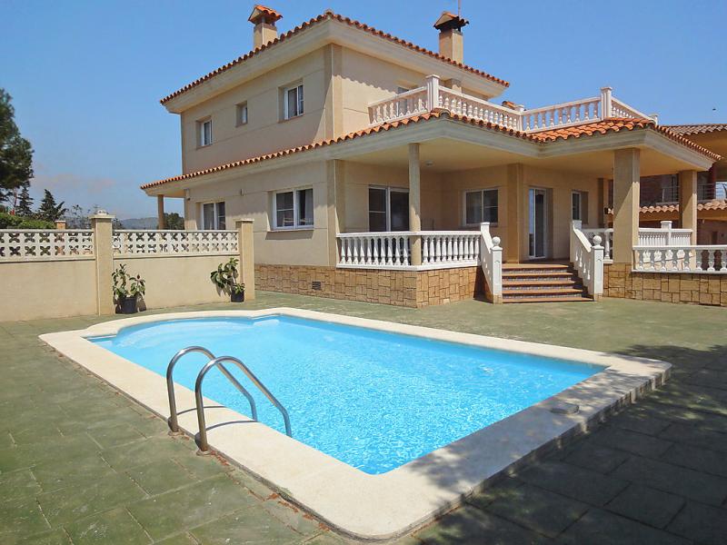 Casa bonfill 146996,Vivienda de vacaciones  con piscina privada en l'Ampolla, Tarragona, España para 11 personas...