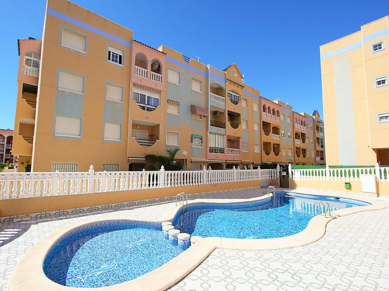 Edificio torrevistaplaya 147866,Apartamento  con piscina privada en Torrevieja, en la Costa Blanca, España para 5 personas...