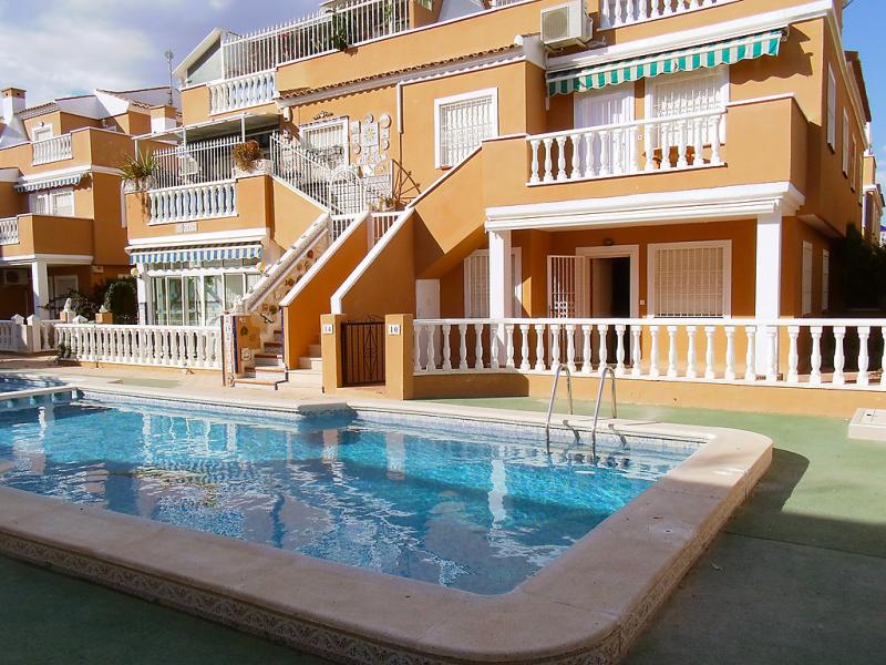 Lago mar playa i 147882,Apartamento en Torrevieja, en la Costa Blanca, España  con piscina privada para 4 personas...