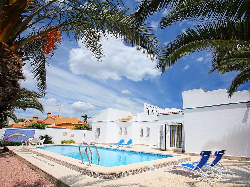 Casa bermon 147884,Vivienda de vacaciones  con piscina privada en Torrevieja, en la Costa Blanca, España para 6 personas...