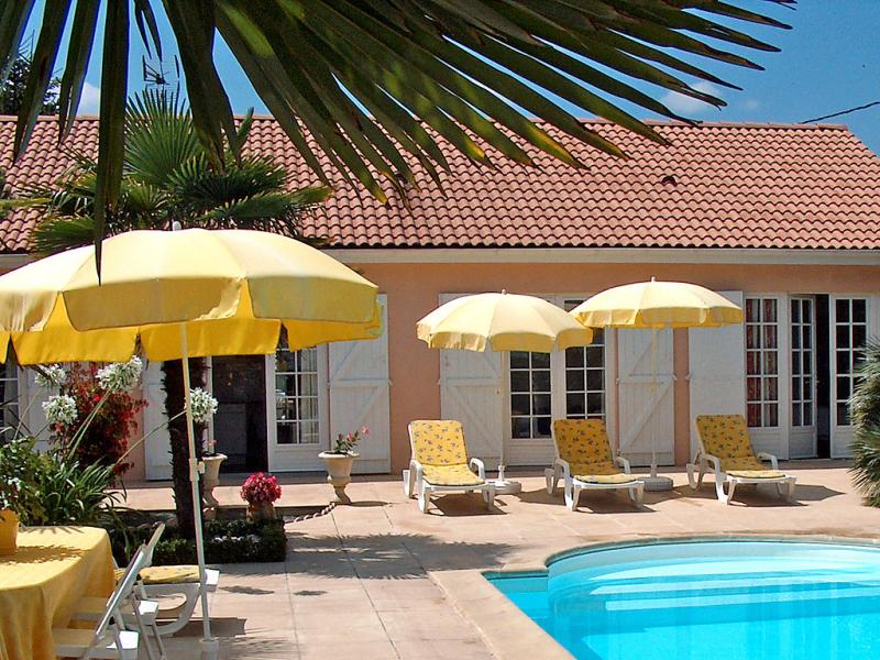 Communal 148763,Vivienda de vacaciones  con piscina privada en Ludon-Médoc, Gironde, Francia para 6 personas...