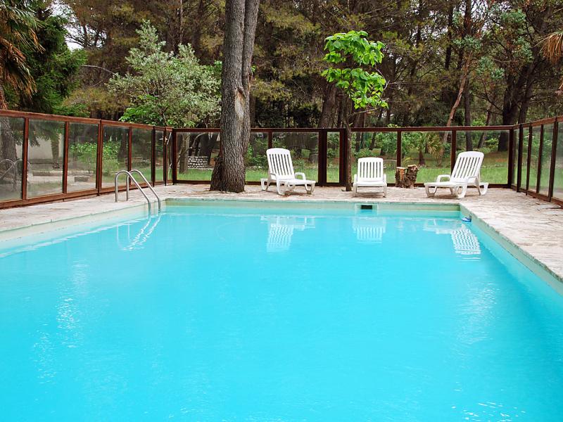 Chando 1411645,Vivienda de vacaciones  con piscina privada en Noves, Rhône, Francia para 8 personas...