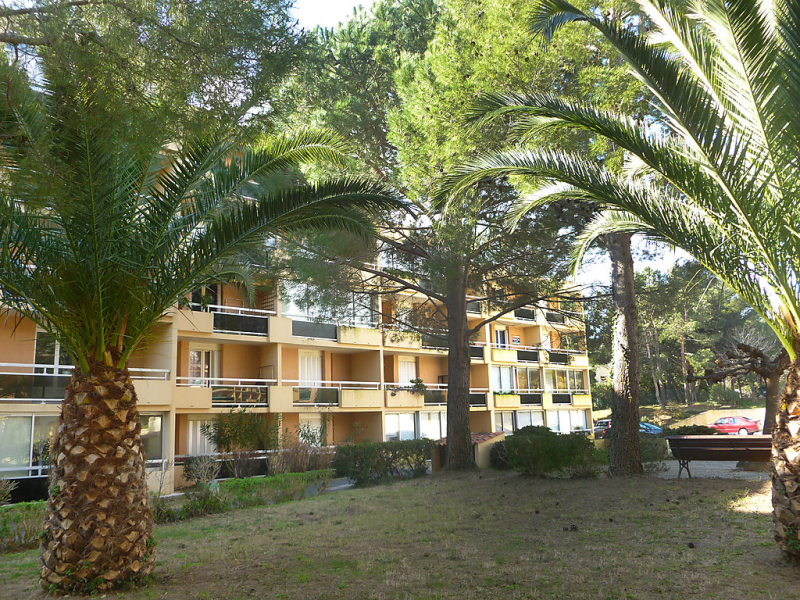 1411942,Apartamento en Bormes-les-Mimosas, Côte d'Azur, Francia para 4 personas...