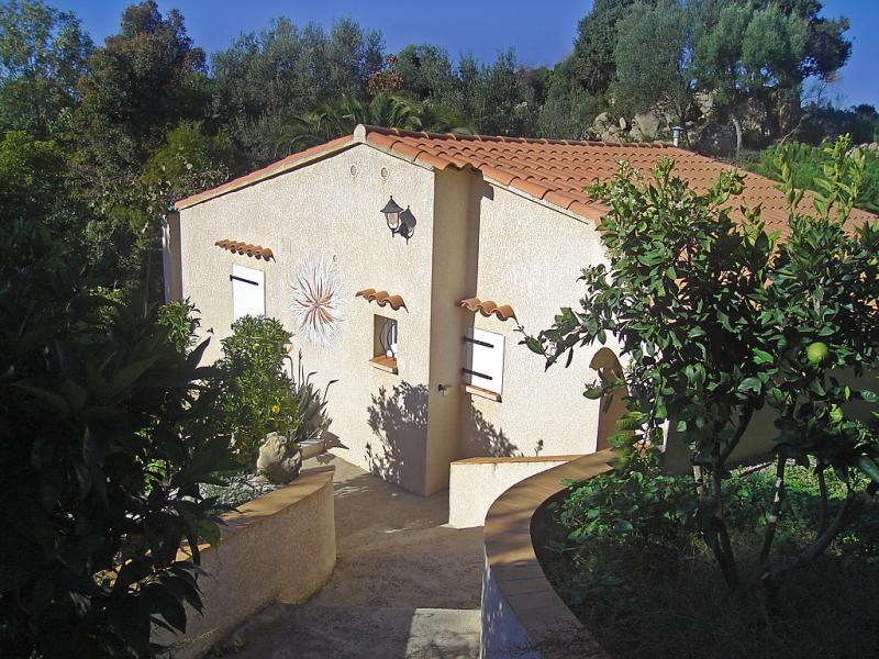 Campestra 1412543,Vivienda de vacaciones en Chiavari, Corsica, Francia  con piscina privada para 6 personas...