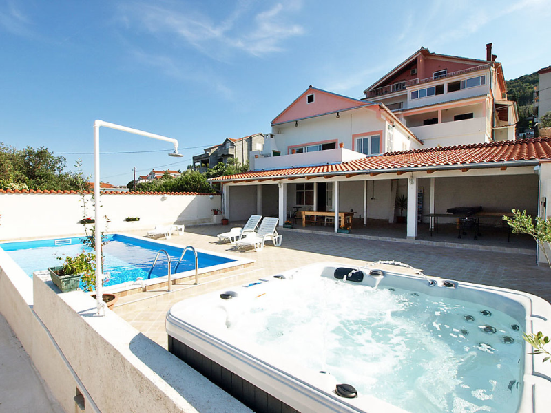 1413153,Apartamento  con piscina privada en Ugljan-Kali, North Dalmatia, Croacia para 3 personas...