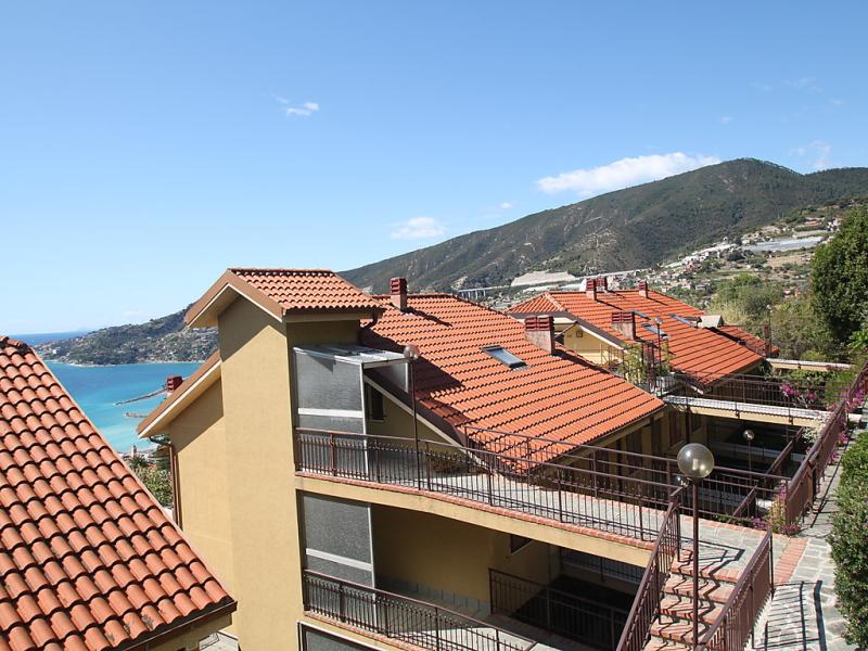 Le serre 1413459,Apartamento en Ospedaletti, Liguria, Italia  con piscina privada para 4 personas...
