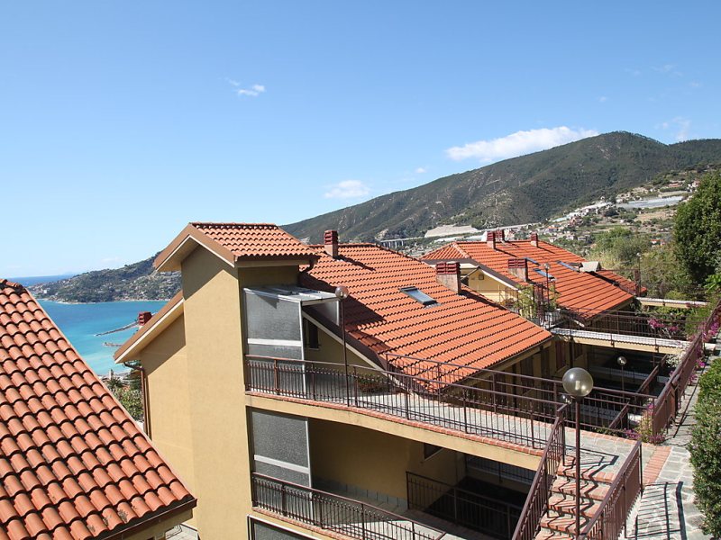 Le serre 1413460,Apartamento en Ospedaletti, Liguria, Italia  con piscina privada para 2 personas...