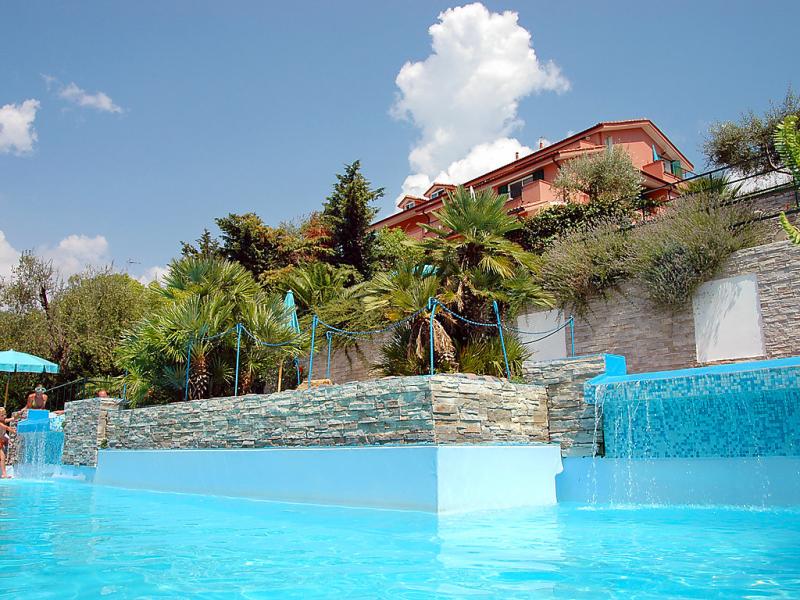 Mimosa 1413473,Apartamento en Imperia, Liguria, Italia  con piscina privada para 3 personas...