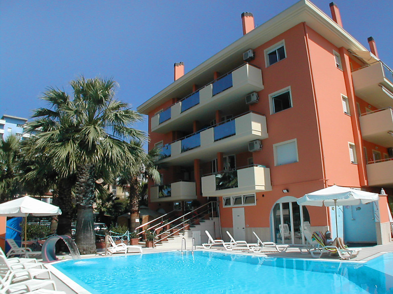 Azzurra 1414227,Apartamento en San Benedetto del Tronto, Le Marche, Italia  con piscina privada para 4 personas...