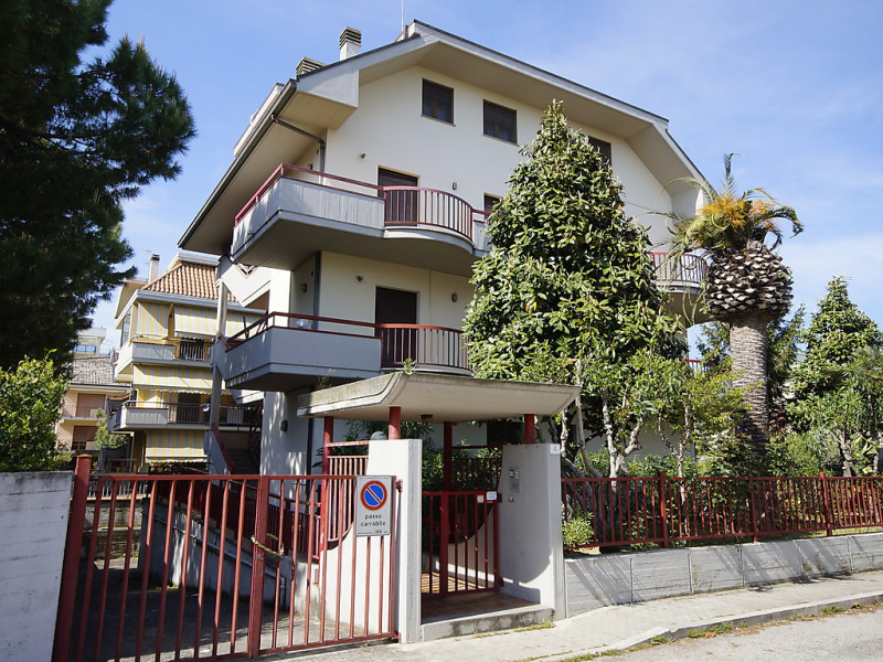 La magnolia 1414228,Apartamento en San Benedetto del Tronto, Le Marche, Italia para 5 personas...
