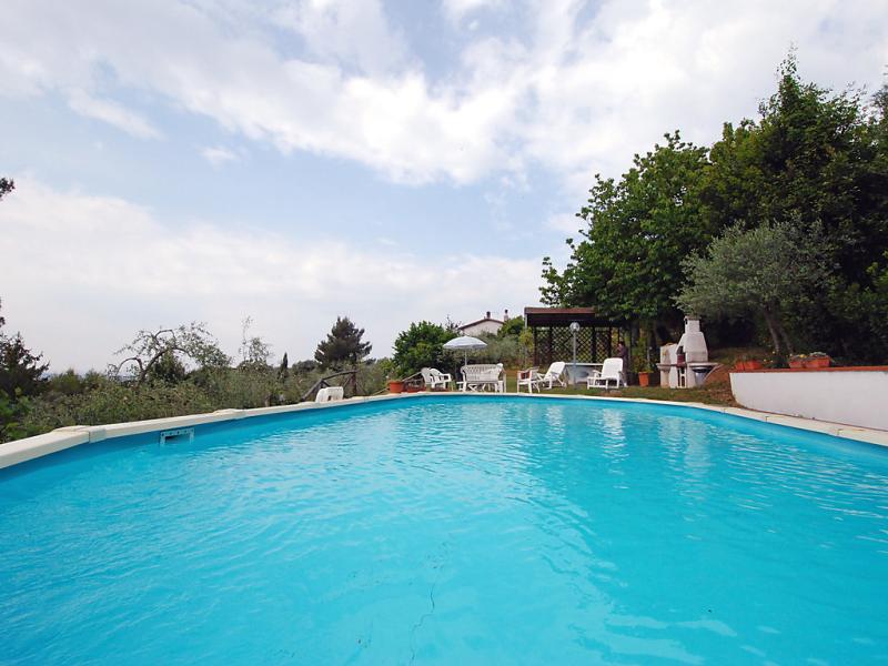 Umberto 1414434,Villa en Camaiore, en Toscana, Italia  con piscina privada para 8 personas...