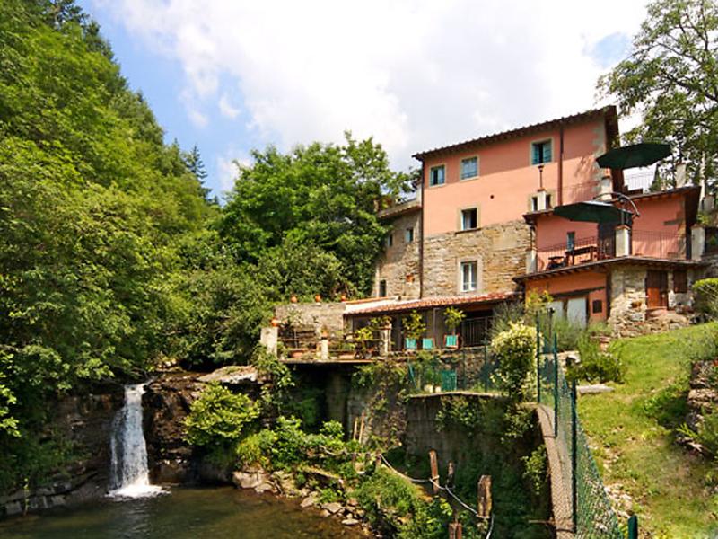 Giallo 1414904,Apartamento en Loro Ciuffenna, en Toscana, Italia  con piscina privada para 8 personas...