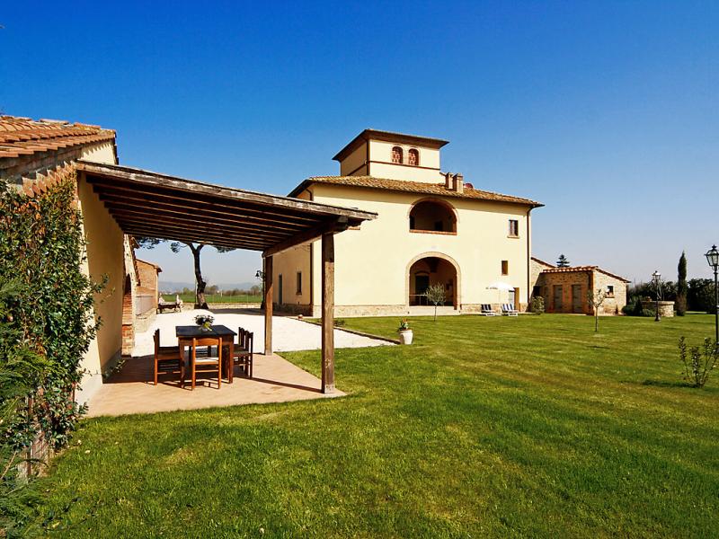 1415297,Vivienda de vacaciones  con piscina privada en Monte San Savino, en Toscana, Italia para 15 personas...