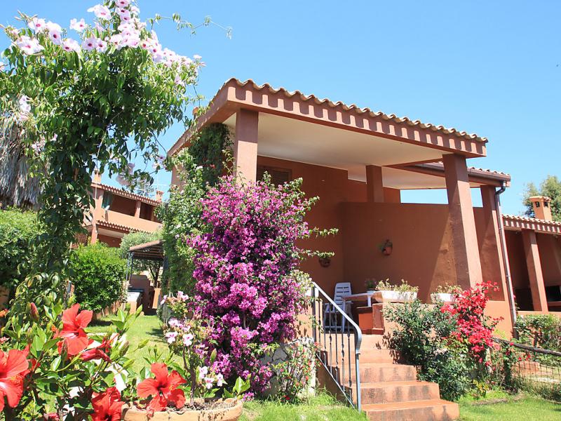 Reale 1416480,Apartamento en Costa Rei, Sardinia, Italia  con piscina privada para 4 personas...