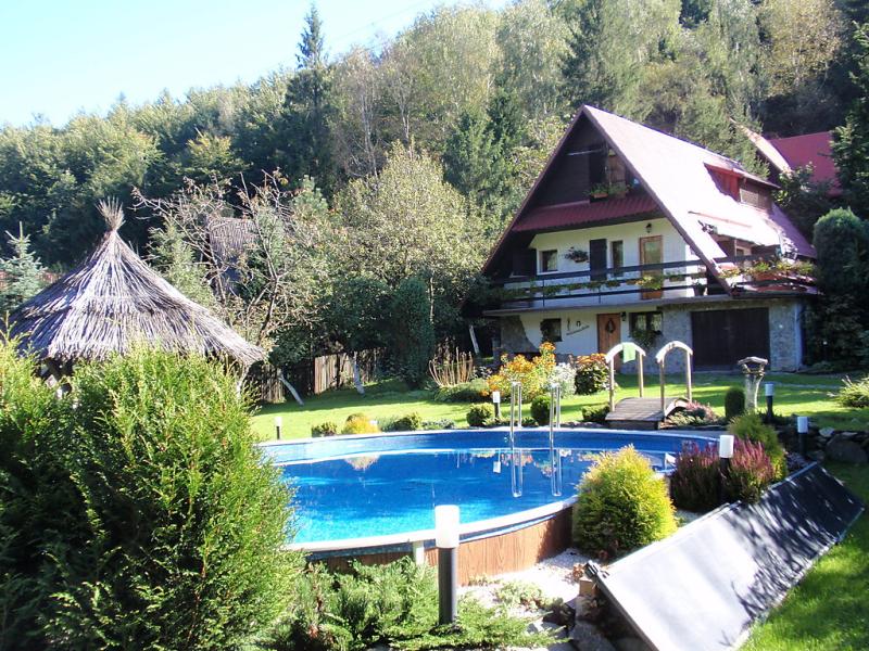 Hatale 1417089,Vivienda de vacaciones en Rzyki, Beskidy, Polonia  con piscina privada para 10 personas...